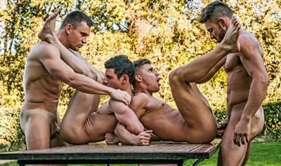 Suruba entre homens