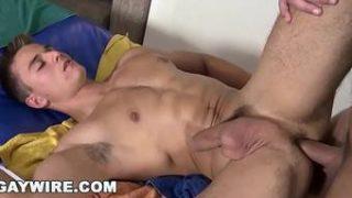Sexo com Musculoso detonando um cuzinho